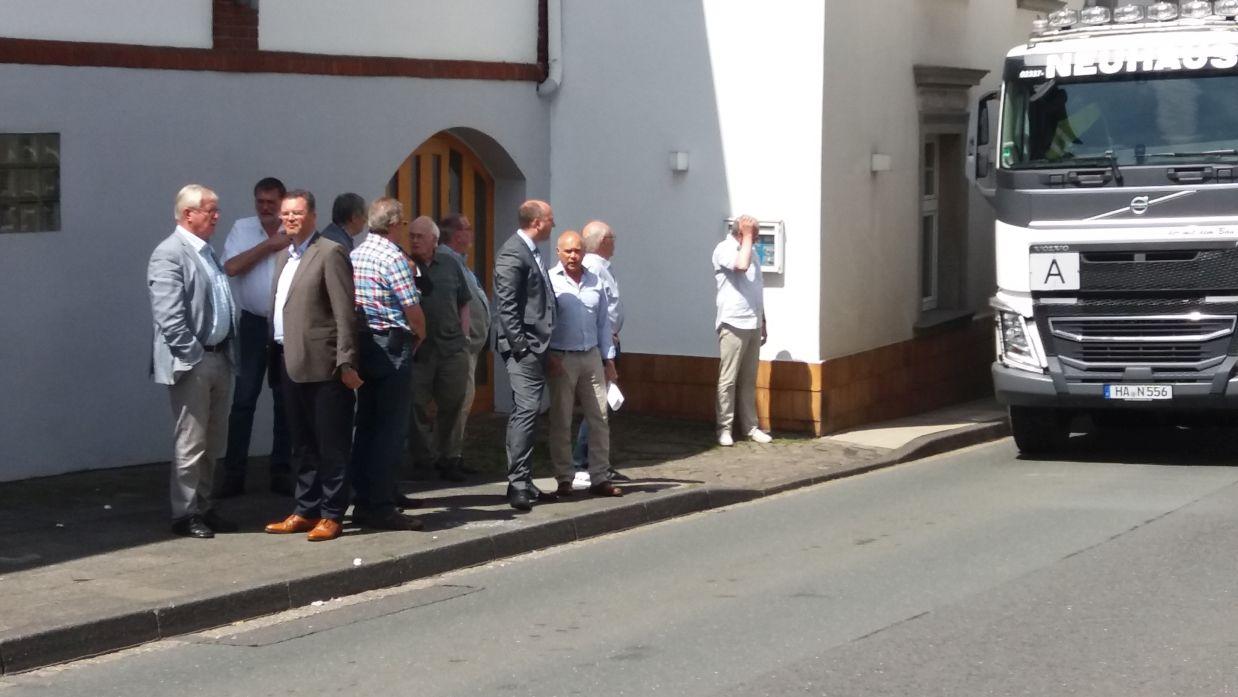 Bodo Middeldorf MdL, mit den Kommunalpolitikern am Nadelöhr Frankfurter Straße